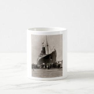 El Lusitania del RMS llega New York City 1907 Tazas