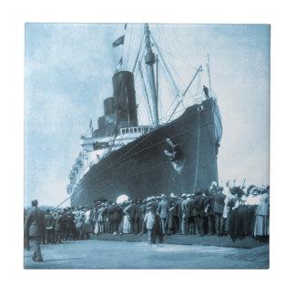 El Lusitania llega en el vintage de Nueva York Tejas Cerámicas