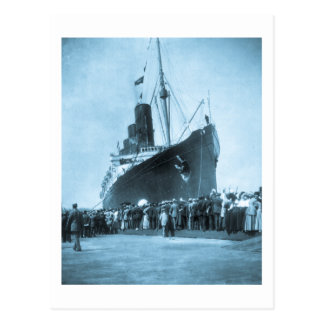 El Lusitania llega en el vintage de Nueva York Postales