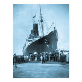 El Lusitania llega en el vintage de Nueva York Postal