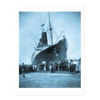 El Lusitania llega en el vintage de Nueva York Tarjetas Postales