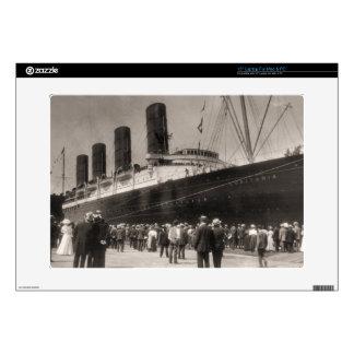 El Lusitania llega New York City 1907 Skins Para 38,1cm Portátil