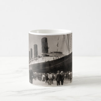 El Lusitania llega New York City 1907 Taza