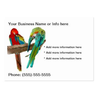 El Macaw repite mecánicamente tarjetas de visita d