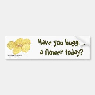 "El Mandevilla ""abrazó una flor?"" pegatina para el  Etiqueta De Parachoque"