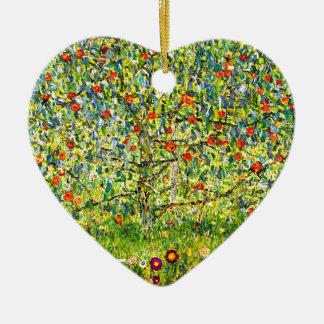 El manzano adorno navideño de cerámica en forma de corazón