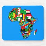 El mapa africano de las banderas de África dentro  Alfombrillas De Raton