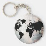 El mapa del mundo aherrumbró metal llavero redondo tipo pin