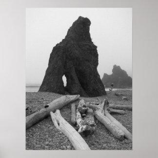 El mar apila la foto blanco y negro póster