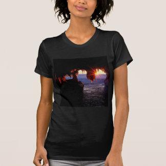 El mar de la salida del sol excava las islas Wisco Camisetas