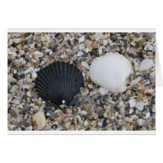 El mar descasca la tarjeta del amor