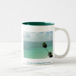 El mar está diciendo en voz alta a mí tazas de café