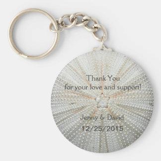 El mar Shell personalizó favor del boda del llaver Llavero Redondo Tipo Pin