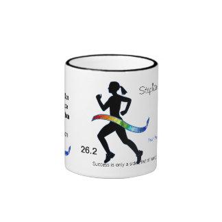 El maratón de las mujeres con la cinta del rompeca taza