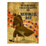 El marchar americano del soldado de la Segunda Gue Tarjeta Postal