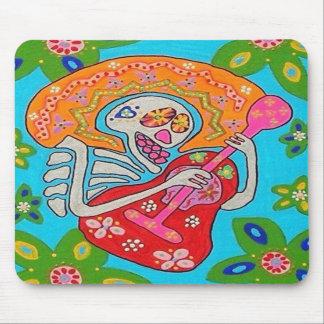 El Mariachi Serenade - el día del esqueleto muerto Alfombrillas De Ratones