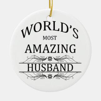 El marido más asombroso del mundo adorno redondo de cerámica