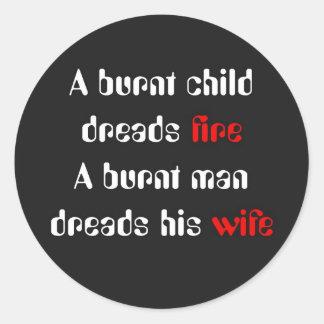 El marido quemado teme a su esposa pegatina redonda