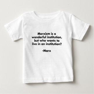 El marxismo es una institución maravillosa. playeras