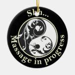 El masaje de Yin Yang del movimiento en sentido Adorno Redondo De Cerámica