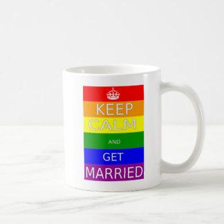 El matrimonio homosexual guarda calma y consigue taza