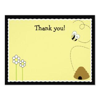 """El *Matte feliz Finish* del abejorro de la abeja Invitación 4.25"""" X 5.5"""""""