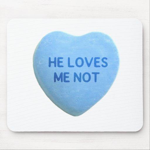 Él me ama corazón no azul del caramelo alfombrillas de raton