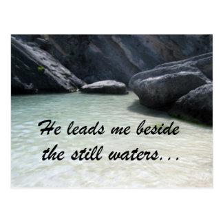 Él me lleva al lado de las aguas inmóviles… postal