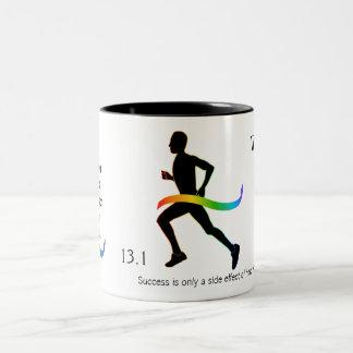 El medio maratón de los hombres con la cinta del taza de dos tonos