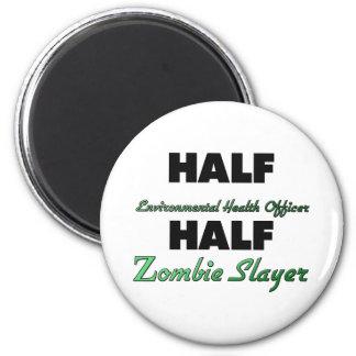 El medio zombi del oficial de higienes ambientales imán redondo 5 cm