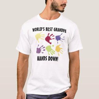 El mejor abuelo del mundo impone la camiseta
