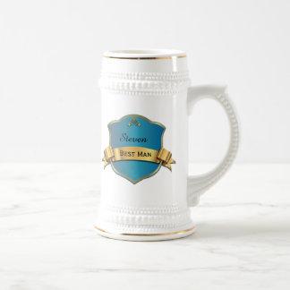 El mejor hombre de la placa azul y dorada que casa jarra de cerveza