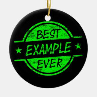 El mejor verde del ejemplo nunca adorno navideño redondo de cerámica