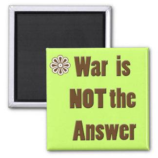 """El mensaje pacifista """"guerra no es imán de la resp"""