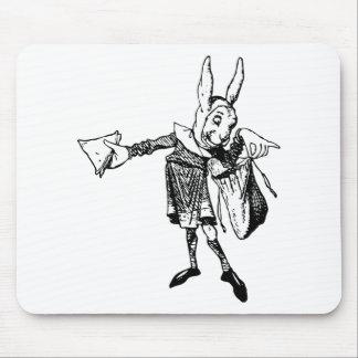 El mensajero blanco del conejo entintó negro alfombrillas de raton