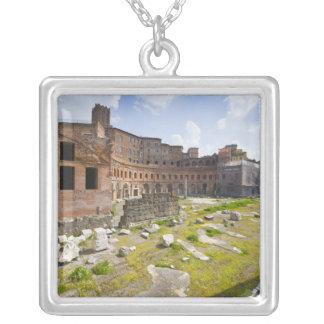 El mercado de Trajan (latín: Mercatus Traiani, 2 Collar Plateado