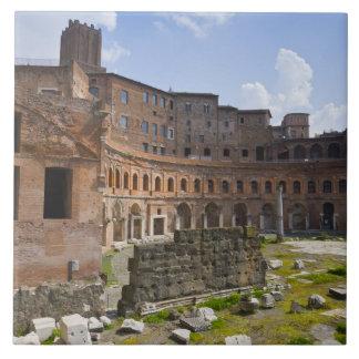 El mercado de Trajan (latín: Mercatus Traiani, Azulejo Cuadrado Grande