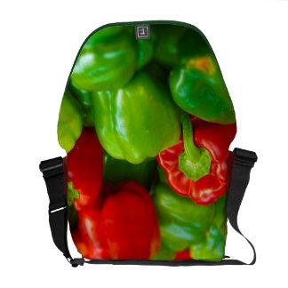 El mercado kc de los paprikas del granjero rojo ve bolsas de mensajeria