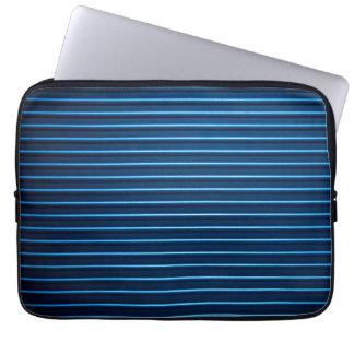 El metal azul surcado horizontal raya el modelo funda computadora