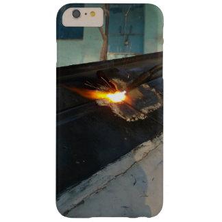 El metal temático, un hombre suelda con autógena funda para iPhone 6 plus barely there