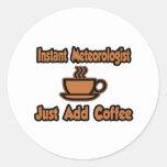 El meteorólogo inmediato… apenas añade el café etiqueta redonda