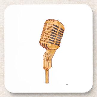 El micrófono viejo del vintage rasguñado se descol posavasos de bebidas
