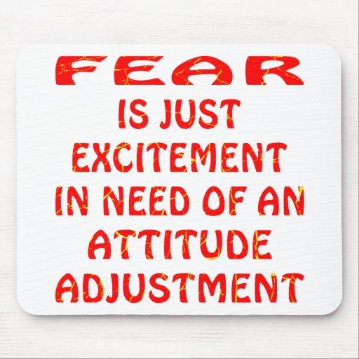El miedo es entusiasmo necesitando el ajuste de la tapetes de raton
