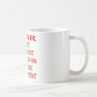 El miedo es entusiasmo necesitando el ajuste de la taza de café