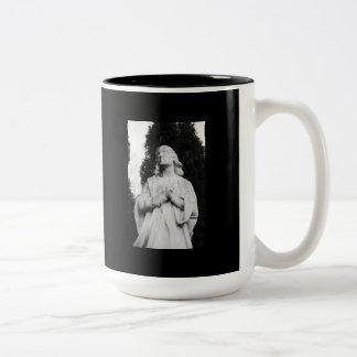El mirar fijamente hacia cielo taza de café