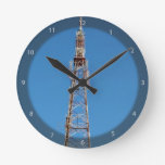 El mirar para arriba la torre de comunicación reloj de pared