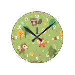 El modelo animal del arbolado del bosque embroma reloj redondo mediano