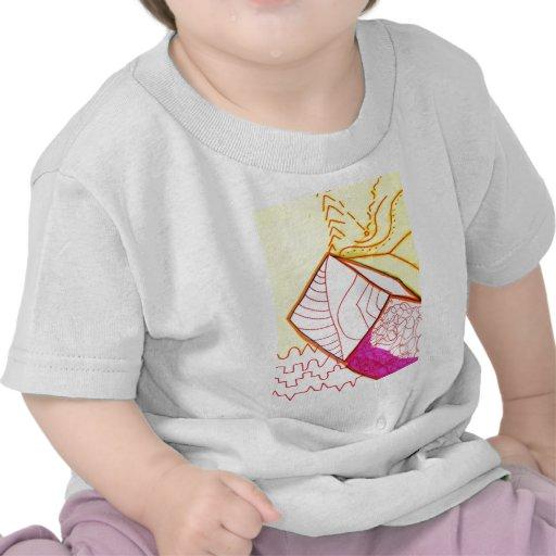 El modelo aumenta en estudio camiseta