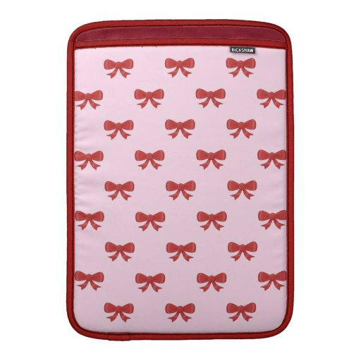 El modelo del rojo agradable arquea en fondo rosad funda para macbook air