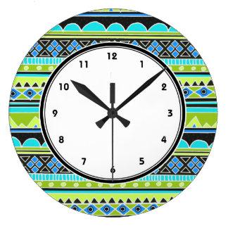 El modelo tribal verde y azul de neón numeró el re reloj redondo grande